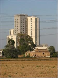 Hospital de Bellvitge desde els cams de la Feixa Llarga