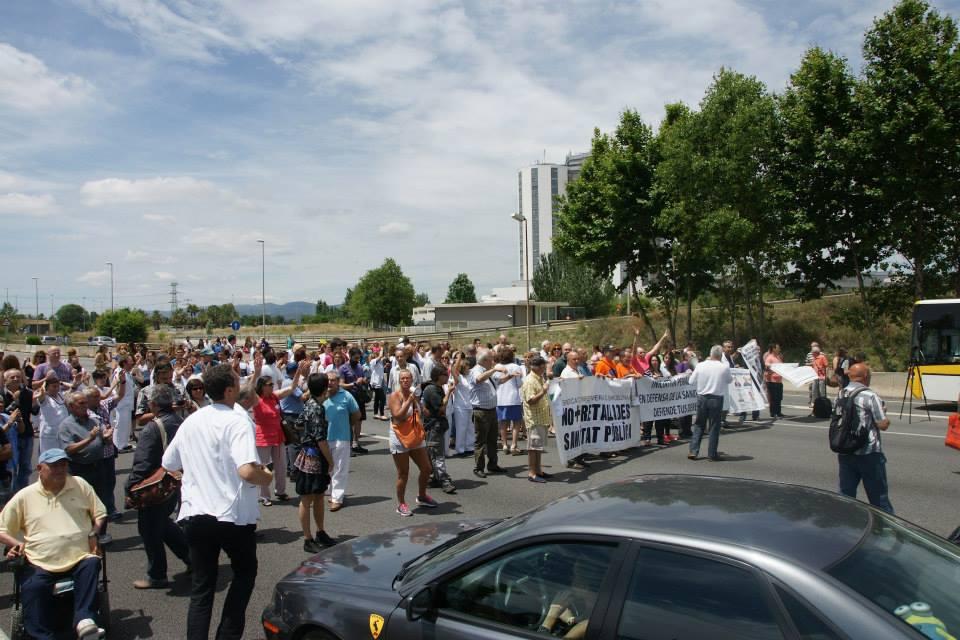 25 de Junio 2014 Protestas en el Hospital de Bellvitge, cortando la gran via